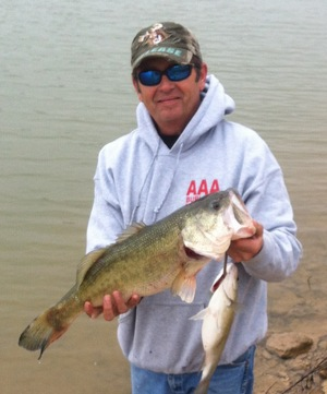 Bass_caught_from_shore_at_hamm_creek_park