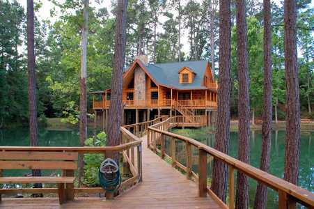 Private home rental at Artesian Lakes