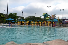 A pool to relax at Aquatica