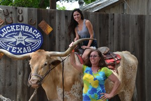 Photo op with the Luckenbach Longhorn