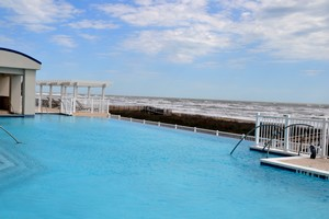 Infinity pool Holiday Inn Club Vacations Galveston Seaside Resort